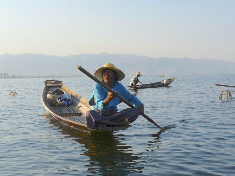 pesca en kayak o canoa